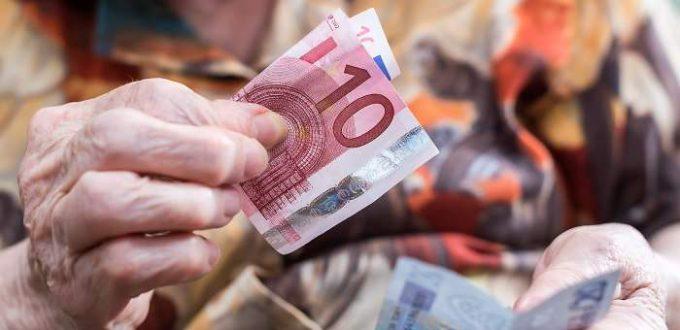700x420_jubilada-billetes-euros-manos-dreamstime