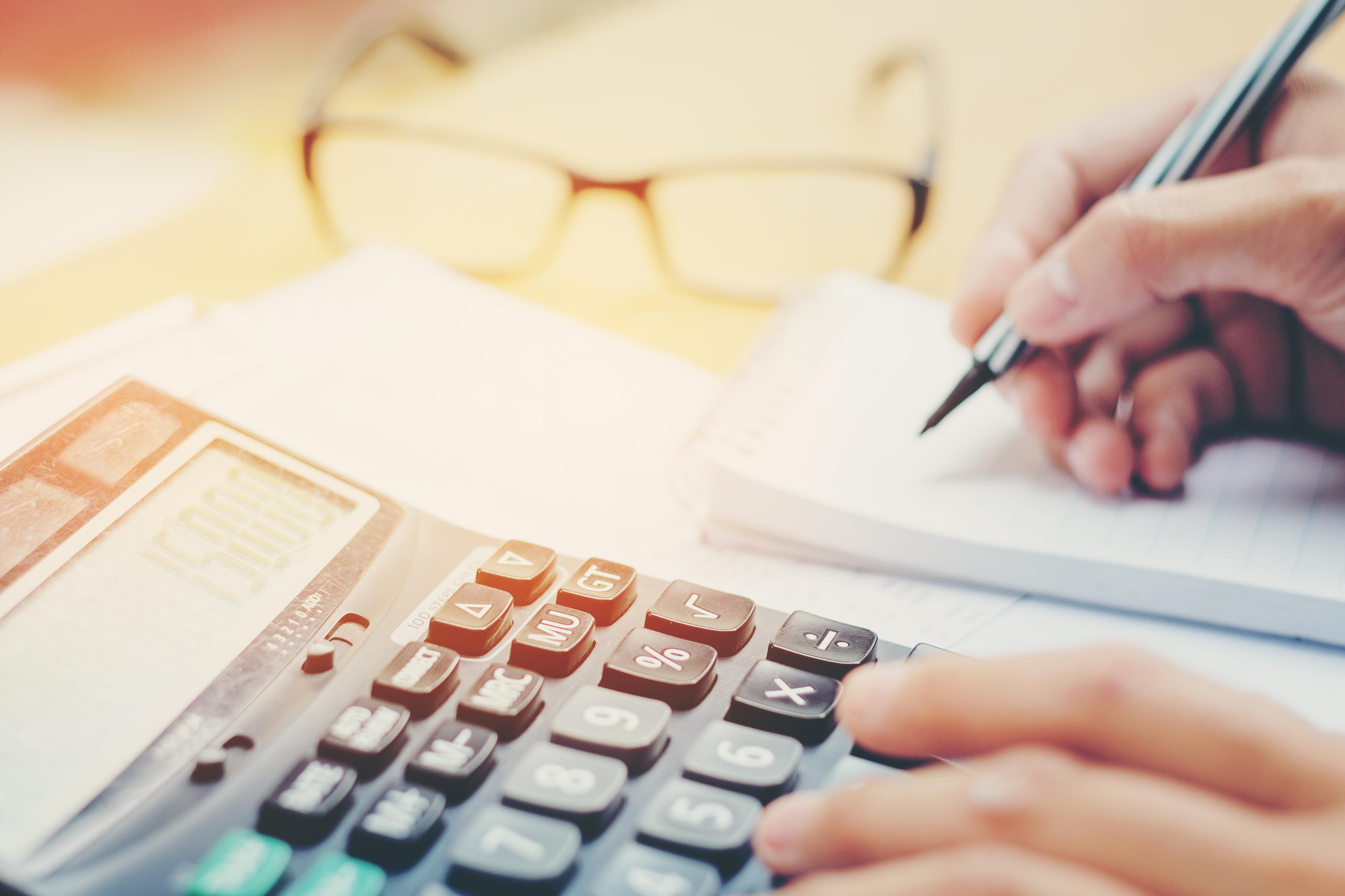 mano-calculadora-540435490