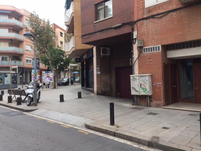 Imagen 3 Parking Coche en venta en Cornellà De Llobregat / En la misma Rambla