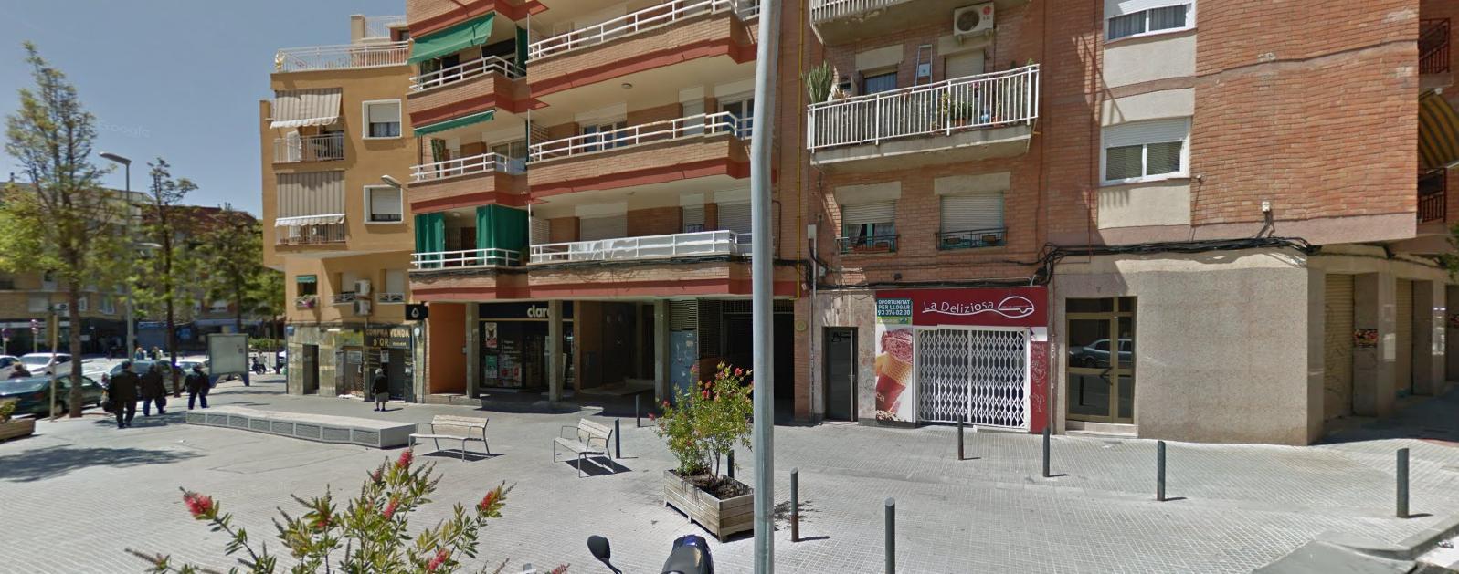 Imagen 1 Parking Coche en venta en Cornellà De Llobregat / Junto a la Avenida del parque