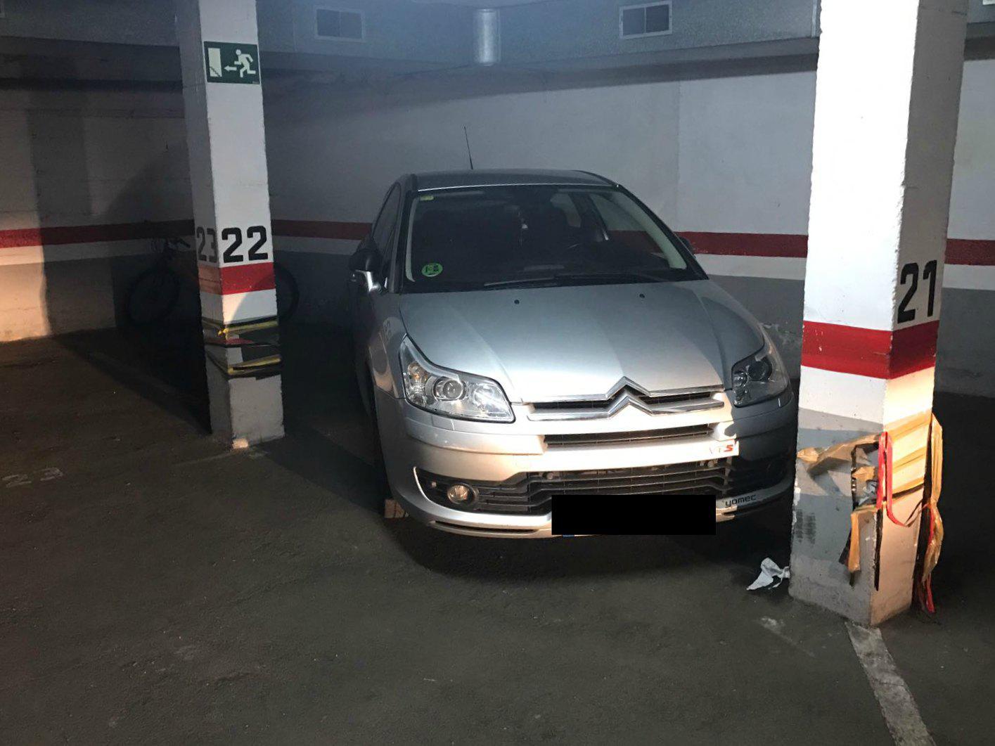 Imagen 2 Parking Coche en venta en Cornellà De Llobregat / Junto a la Avenida del parque