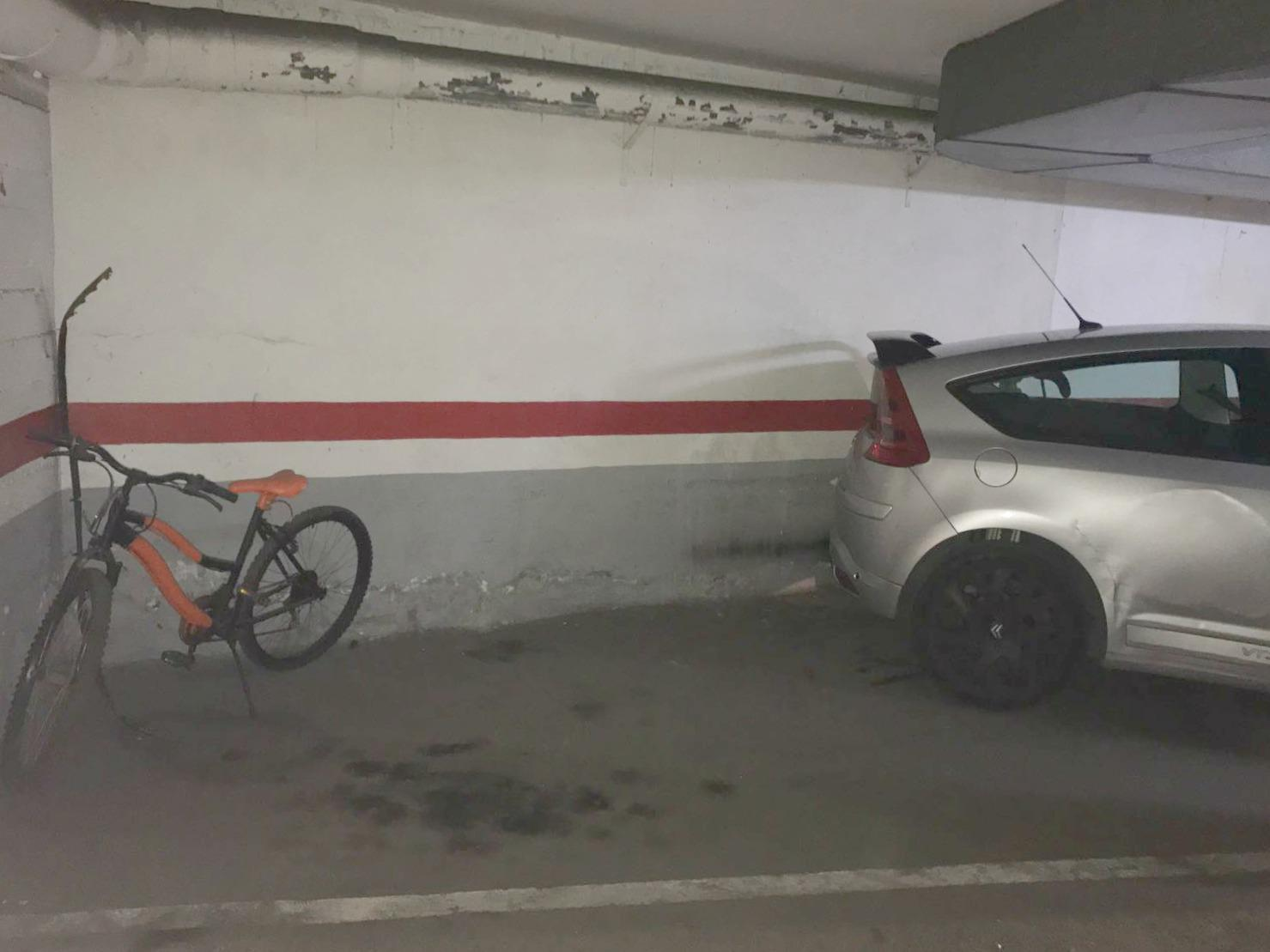 Imagen 4 Parking Coche en venta en Cornellà De Llobregat / Junto a la Avenida del parque
