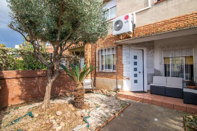 Imagen 1 Inmueble 239831 - Casa en venta en Sabadell / Barrio Gracia, junto Piscina de Can Marcet.