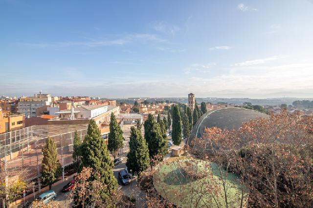 Imagen 1 Inmueble 242212 - Piso en venta en Sabadell / En el mismo Sol i Padris frente Pavelló d´Esports