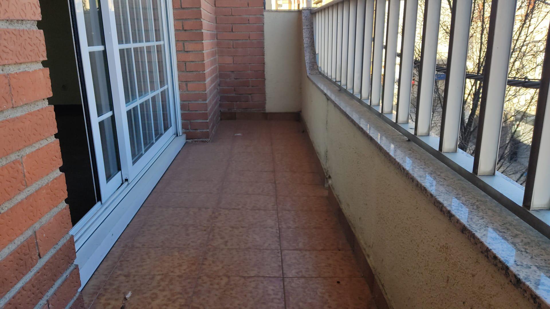 Imagen 3 Piso en venta en Sabadell / Creu Alta junto a estación FGC