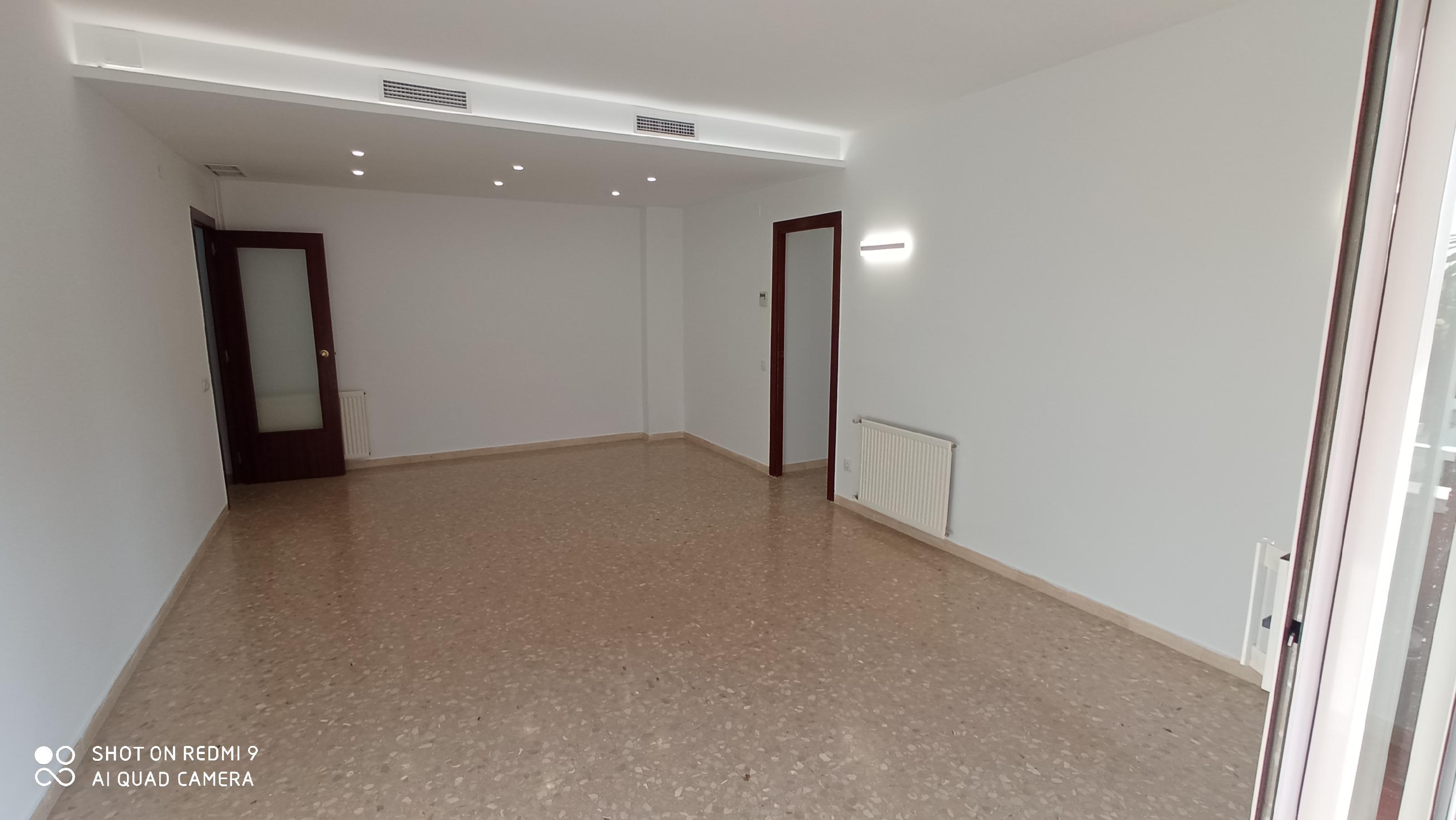 Imagen 2 Piso en alquiler en Sabadell / Al lado Avda. Barbera