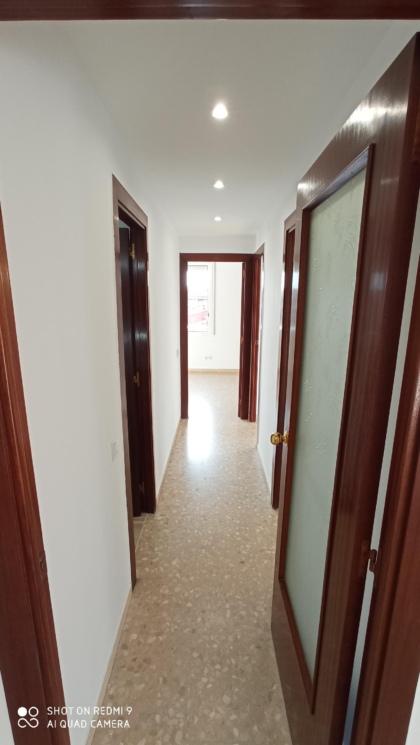 Imagen 3 Piso en alquiler en Sabadell / Al lado Avda. Barbera