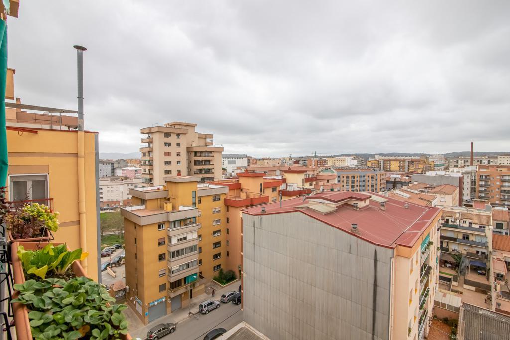 Imagen 2 Ático en venta en Sabadell / En C/ Sol i Padris, a pocos minutos de la Rambla