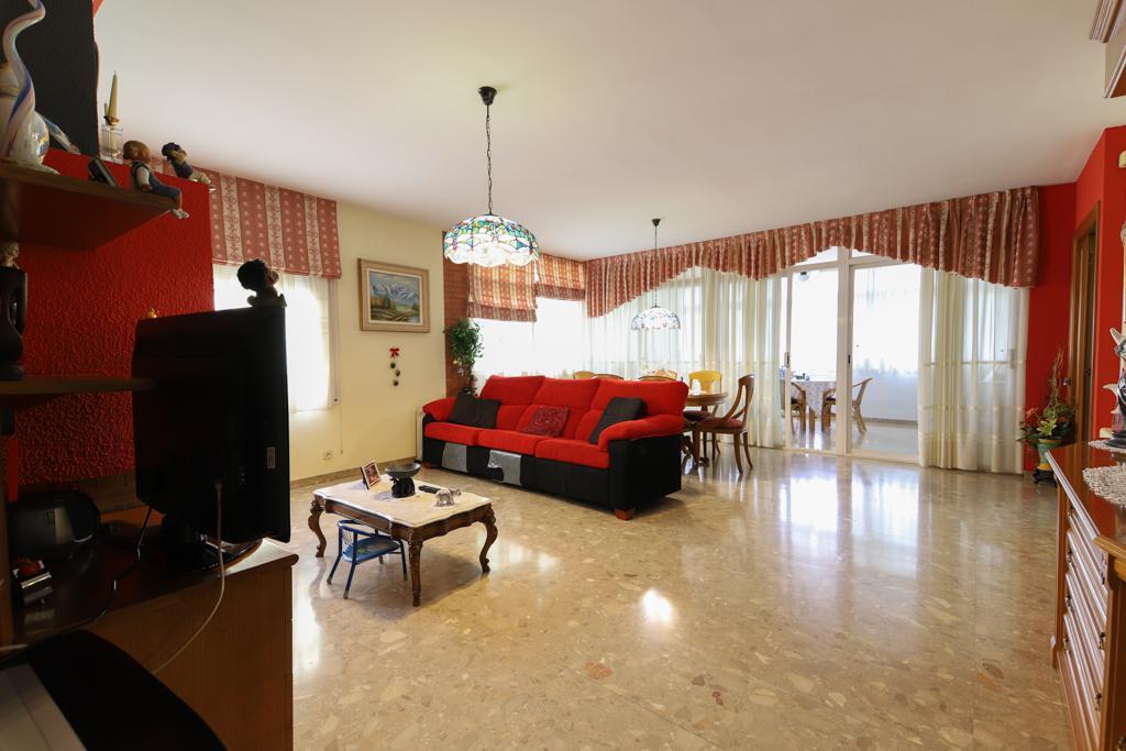 Imagen 2 Casa en venta en Barberà Del Vallès / Barri Eixample - Can Llobet muy cerca del mercado.