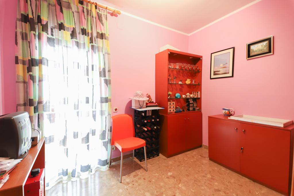 Imagen 4 Casa en venta en Barberà Del Vallès / Barri Eixample - Can Llobet muy cerca del mercado.