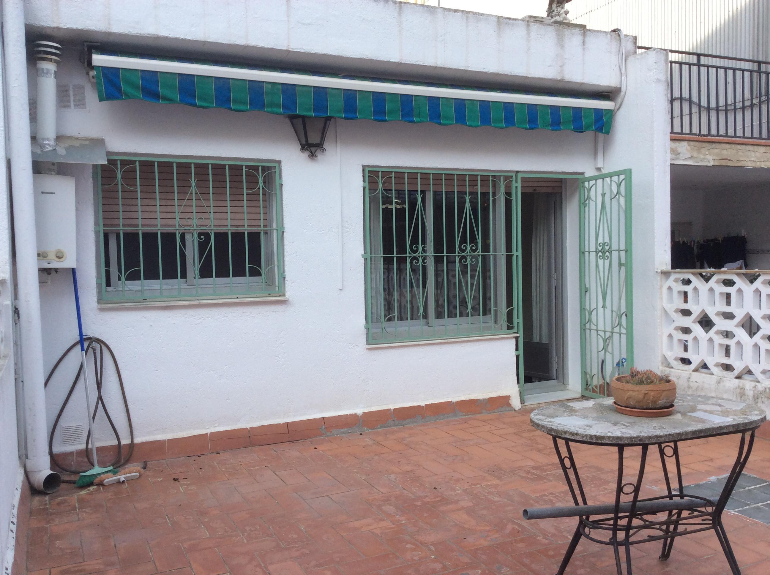 Imagen 2 Casa en venta en Barberà Del Vallès / La Románica junto a Via St. Oleguer