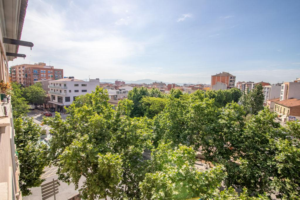 Imagen 3 Piso en venta en Sabadell / Junto a Pl. Creu de Barberà
