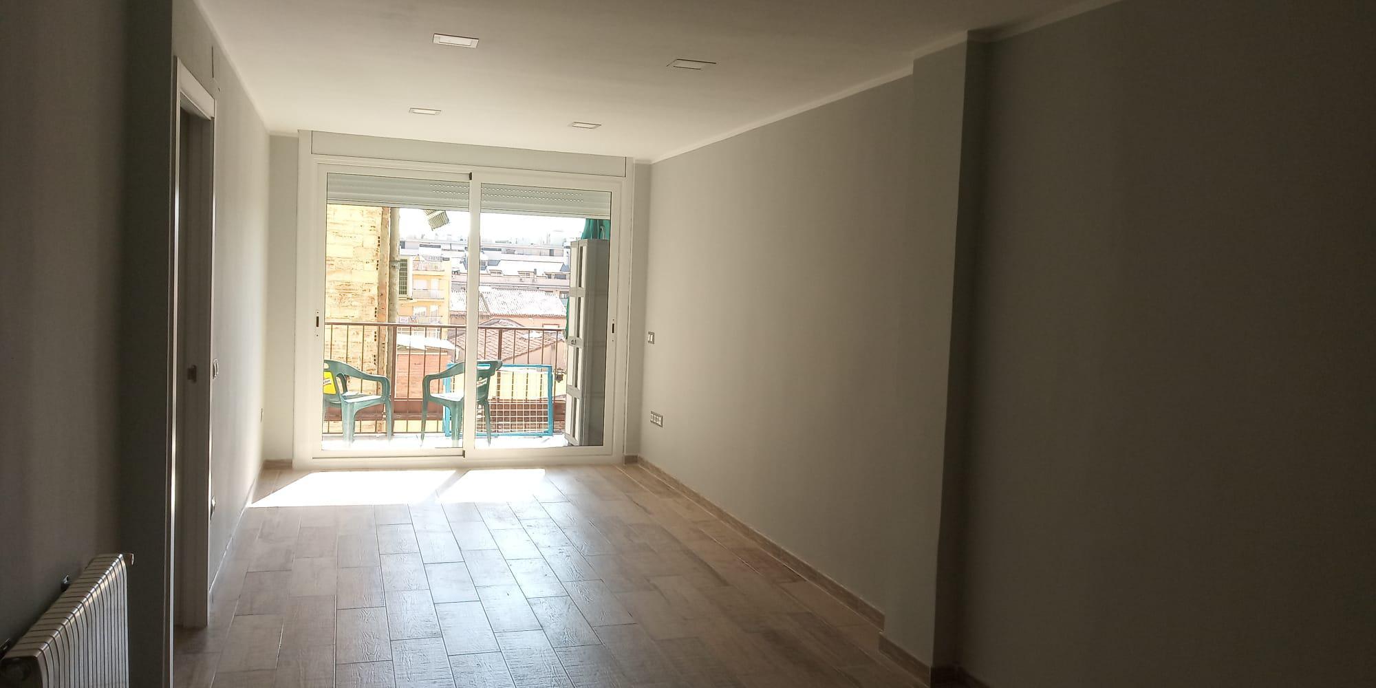 Imagen 1 Piso en alquiler en Sabadell / Situado en C/ Sol i Padris