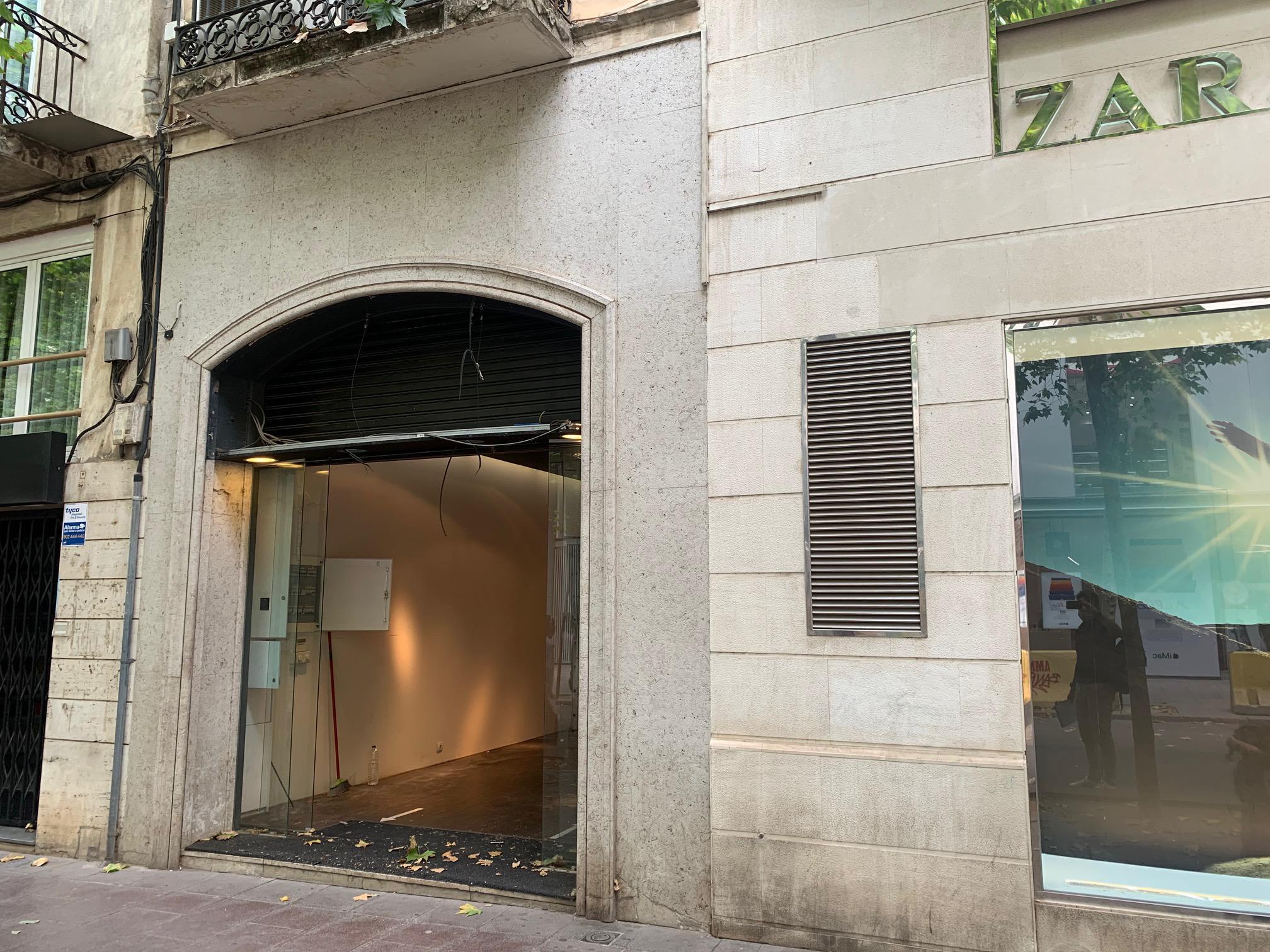 Imagen 3 Local Comercial en alquiler en Sabadell / En plena Rambla junto al Ayuntamiento.