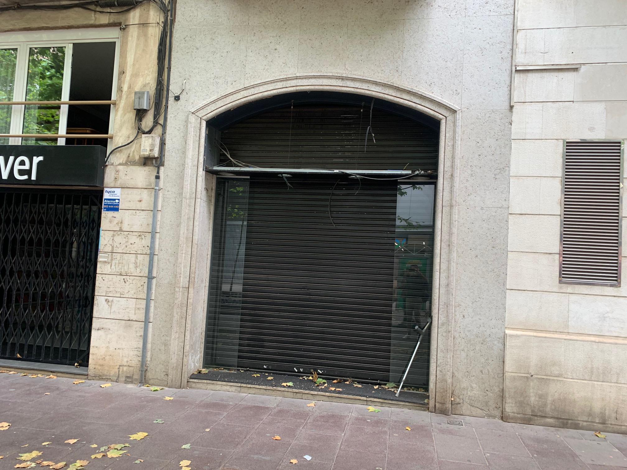 Imagen 2 Local Comercial en alquiler en Sabadell / En plena Rambla junto al Ayuntamiento.