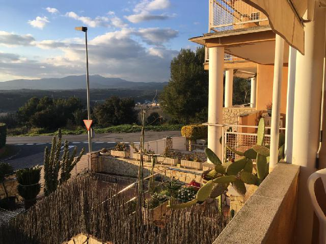 Imagen 1 Inmueble 236980 - Casa Adosada en venta en Girona / Situat al Barri Residencial de Montjuic.