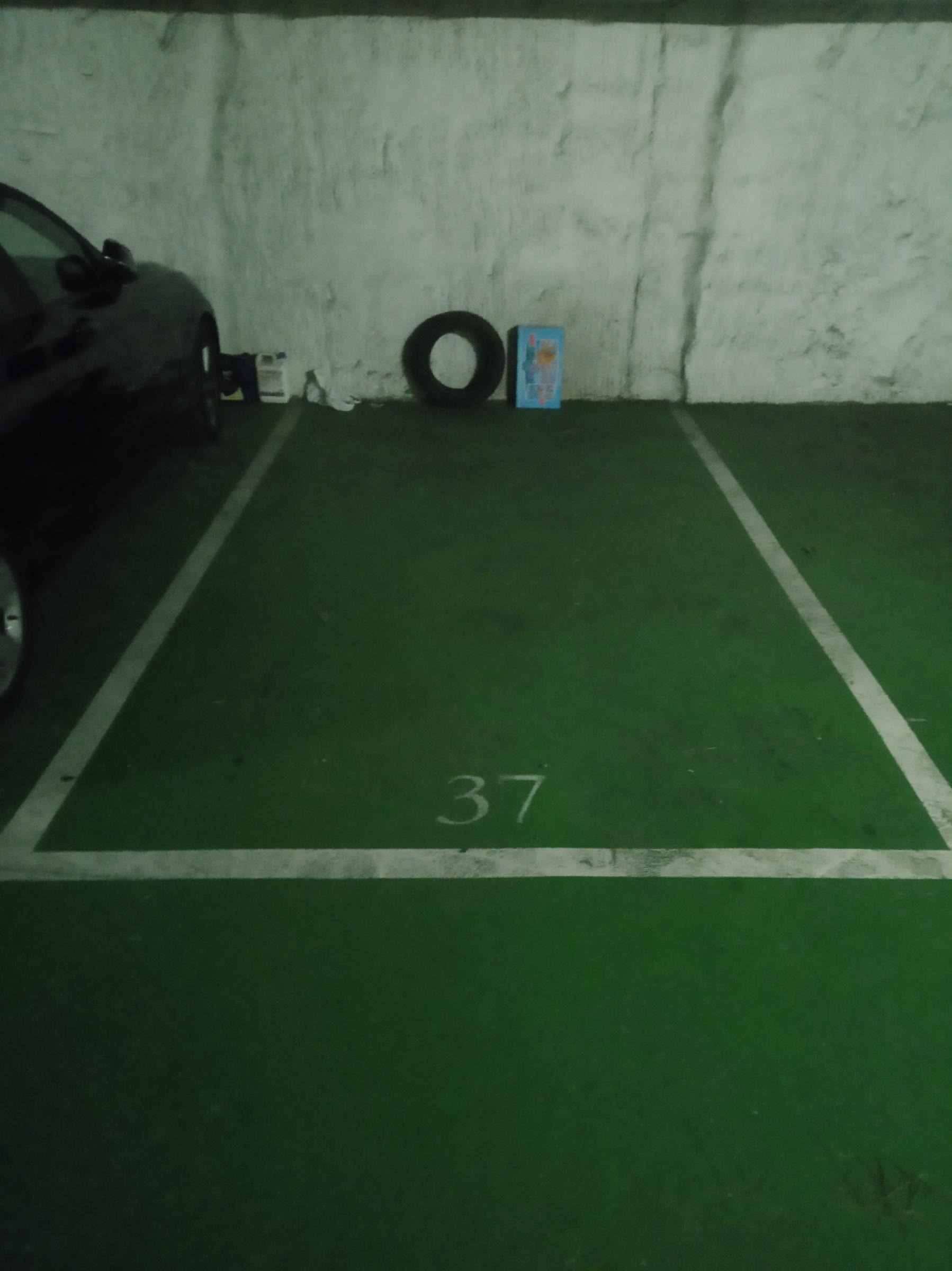 Imagen 1 Parking Coche en venta en Girona / Parking gran al costat del Pavello de Santa Eugenia.