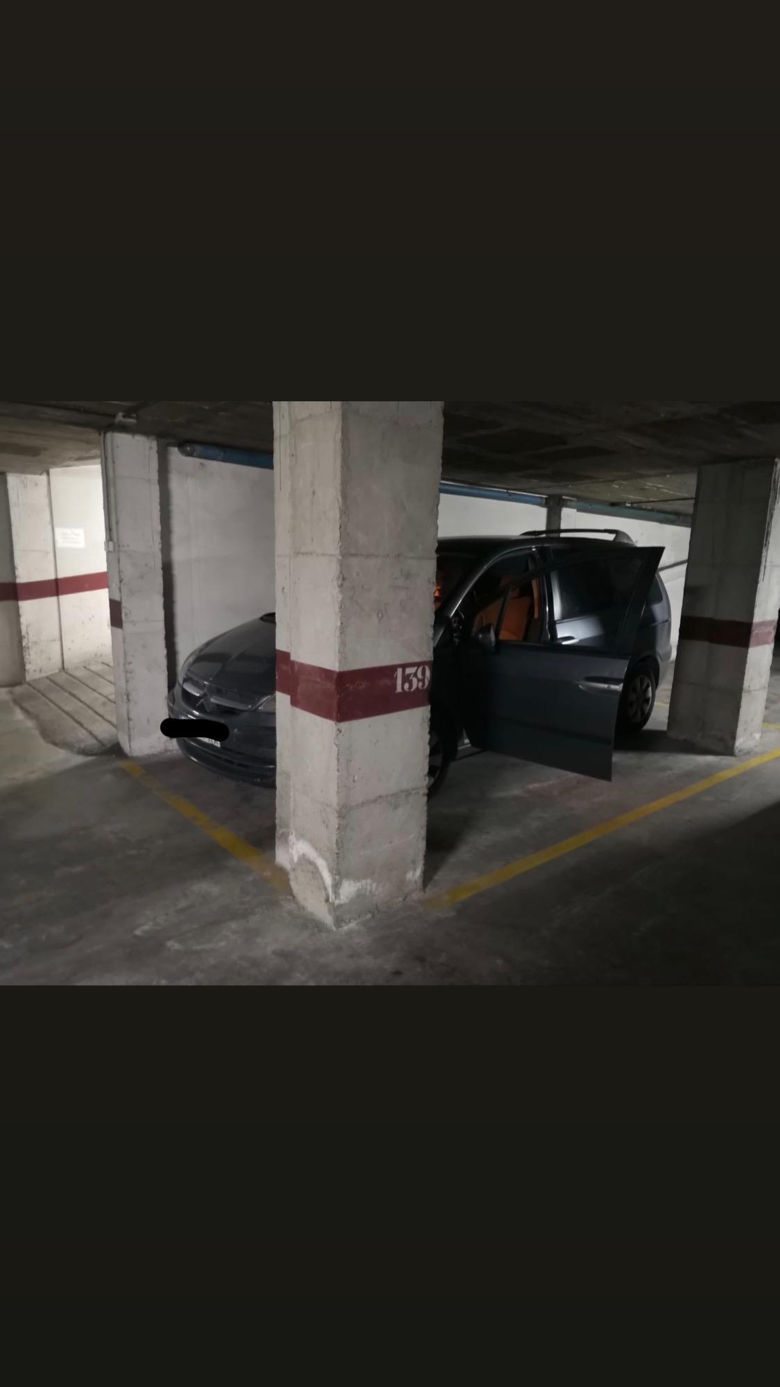Imagen 3 Parking Coche en alquiler en Girona / Parking gran al costat de La Punxa.
