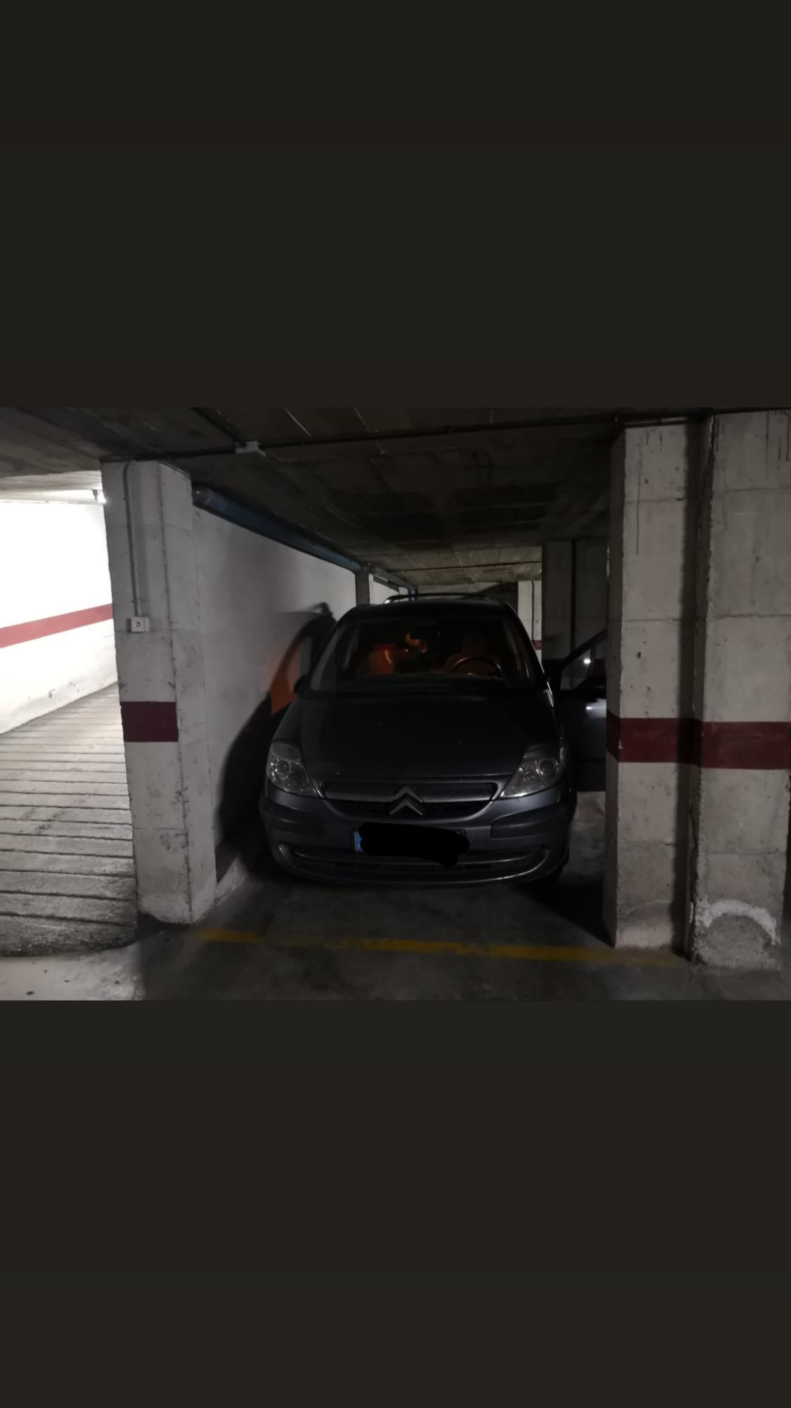 Imagen 2 Parking Coche en alquiler en Girona / Parking gran al costat de La Punxa.