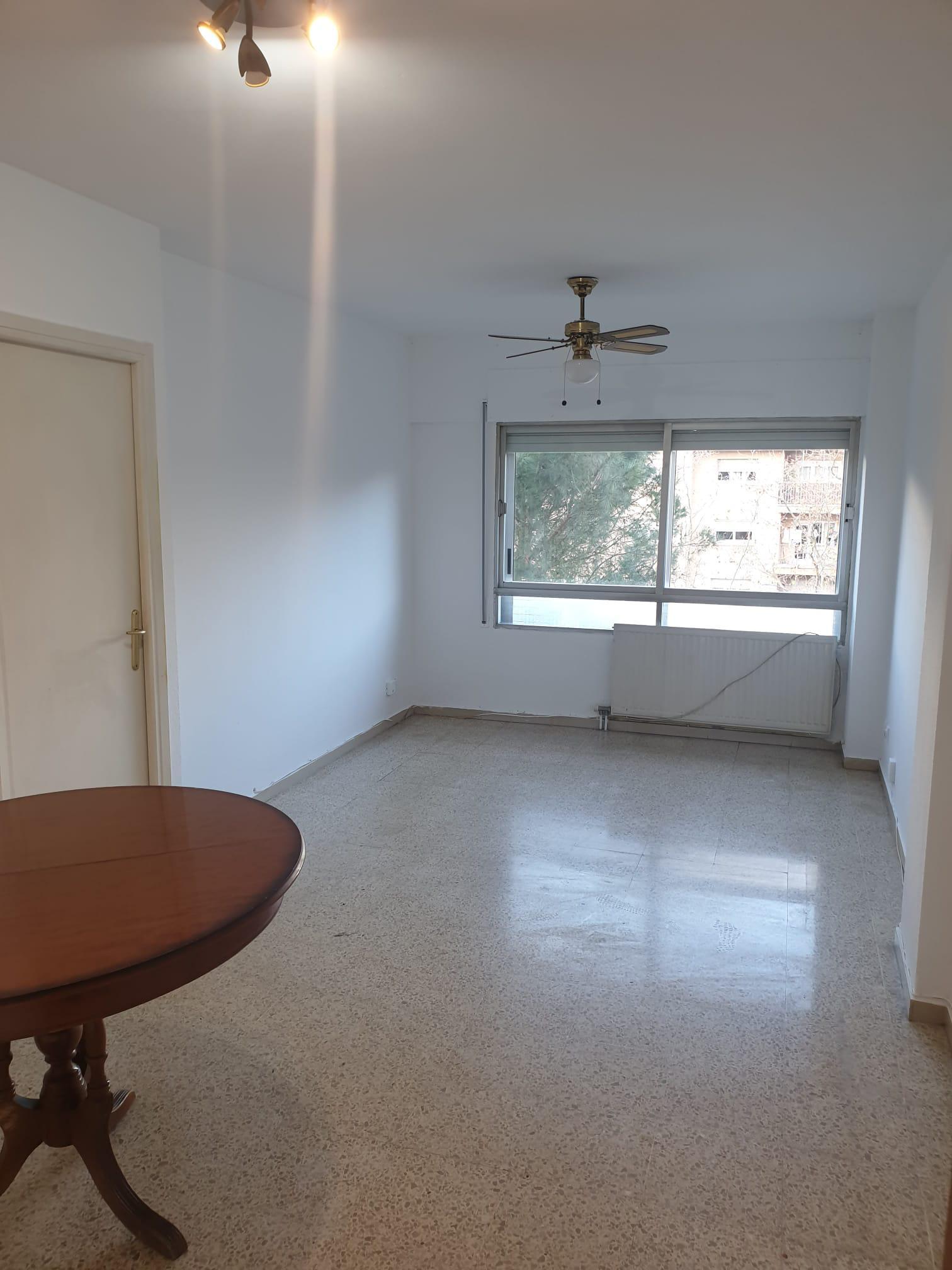 Imagen 1 Piso en alquiler en Girona / Pis de 3 habitacions reformat al costat dels Ocine