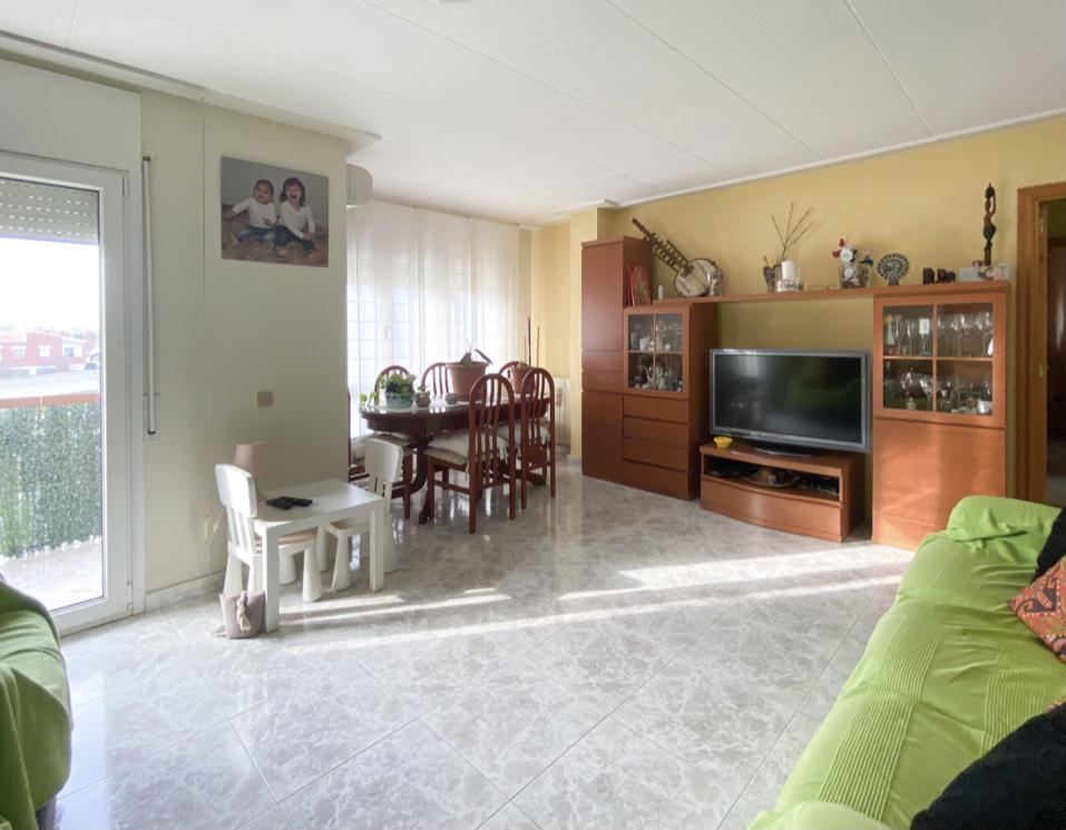 Imagen 2 Piso en venta en Girona / Pis de 3 habitacions al costatd e l´Escola de Taiala.