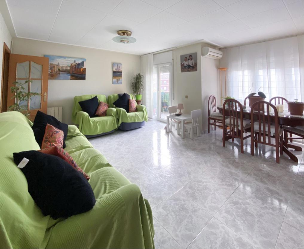 Imagen 1 Piso en venta en Girona / Pis de 3 habitacions al costatd e l´Escola de Taiala.