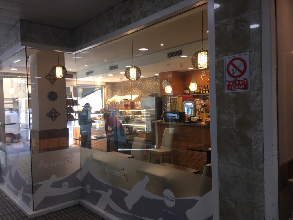 Imagen 4 Local Comercial en alquiler en Girona / Local comercial al davant del Col·legi de  La Salle.