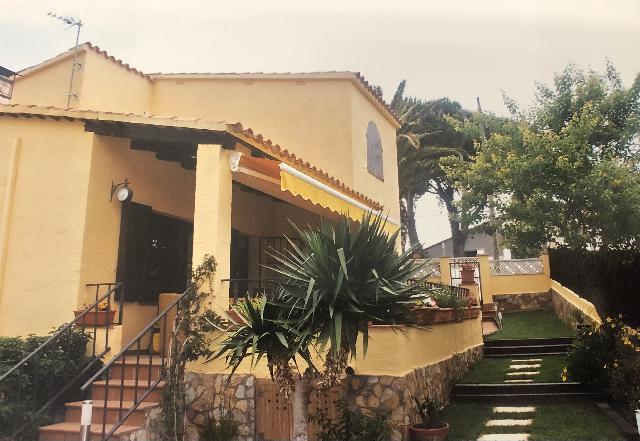 Imagen 1 Inmueble 246613 - Casa Aislada en venta en Escala (L´) / Casa aïllada  a prop del Port de La Cota de l´Escala.