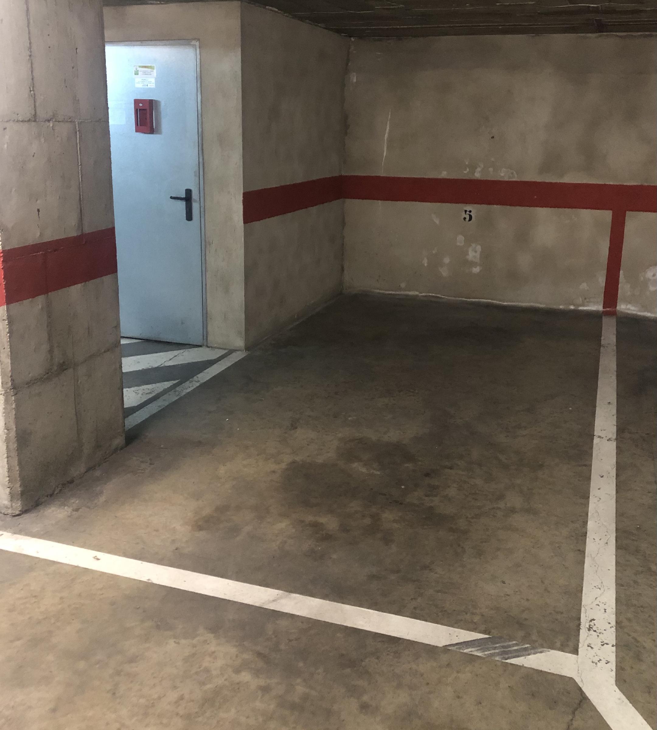 Imagen 1 Parking Coche en venta en Girona / Parkin per a coche molt centric al carrer de la Creu
