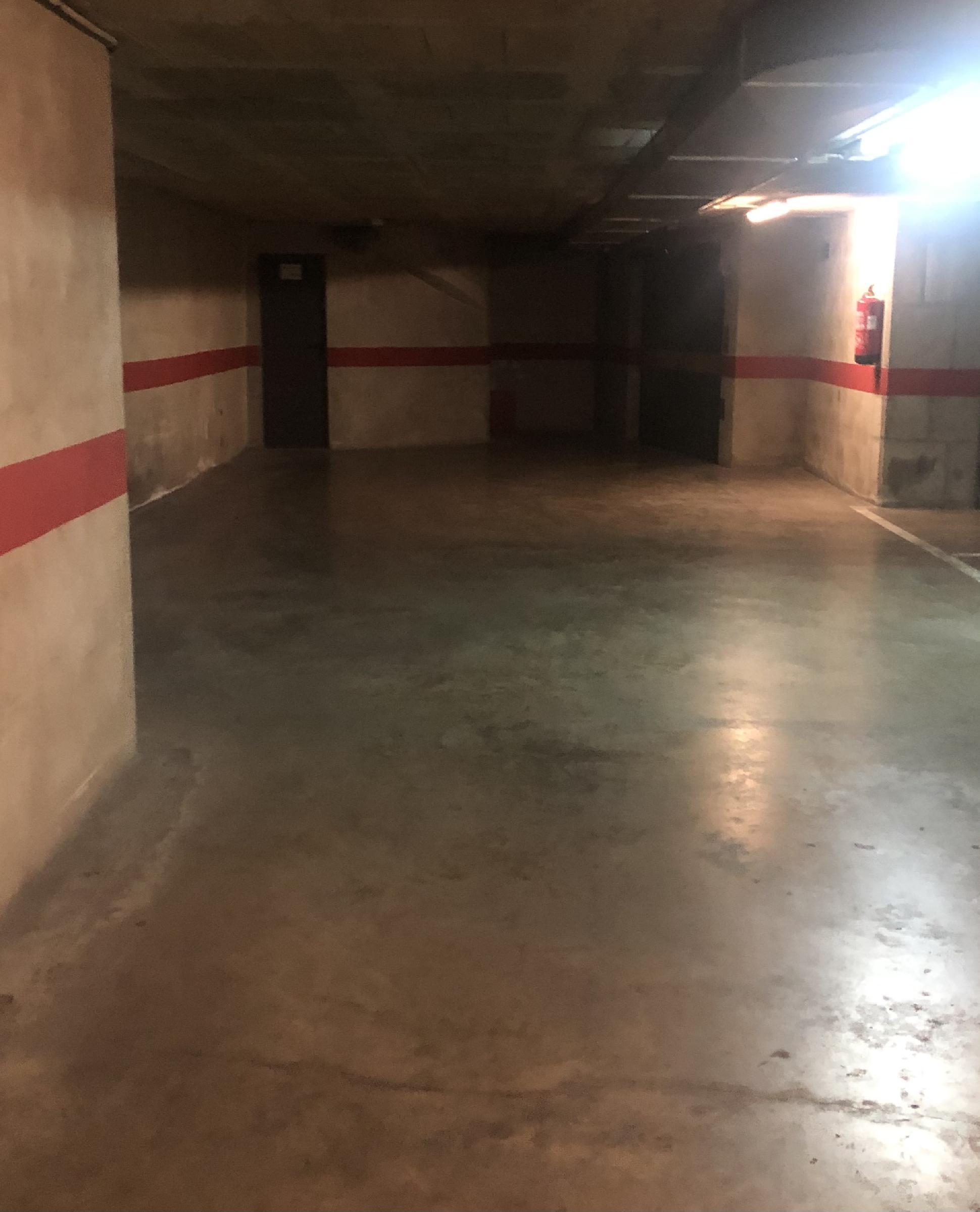 Imagen 3 Parking Coche en venta en Girona / Parkin per a coche molt centric al carrer de la Creu