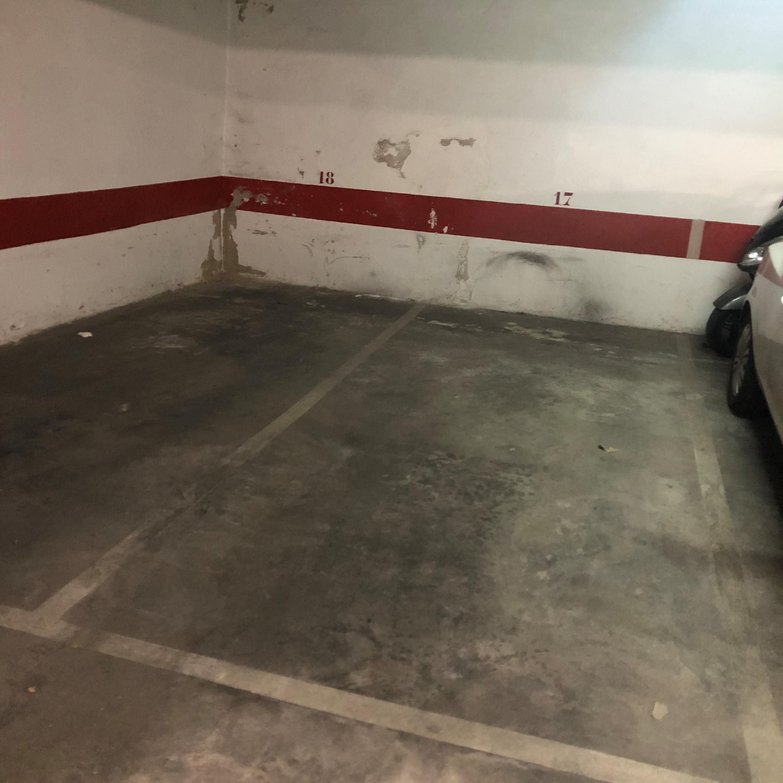 Imagen 2 Parking Coche en venta en Girona / Parking per a cotxe al costat de l´Institut N.Xifre