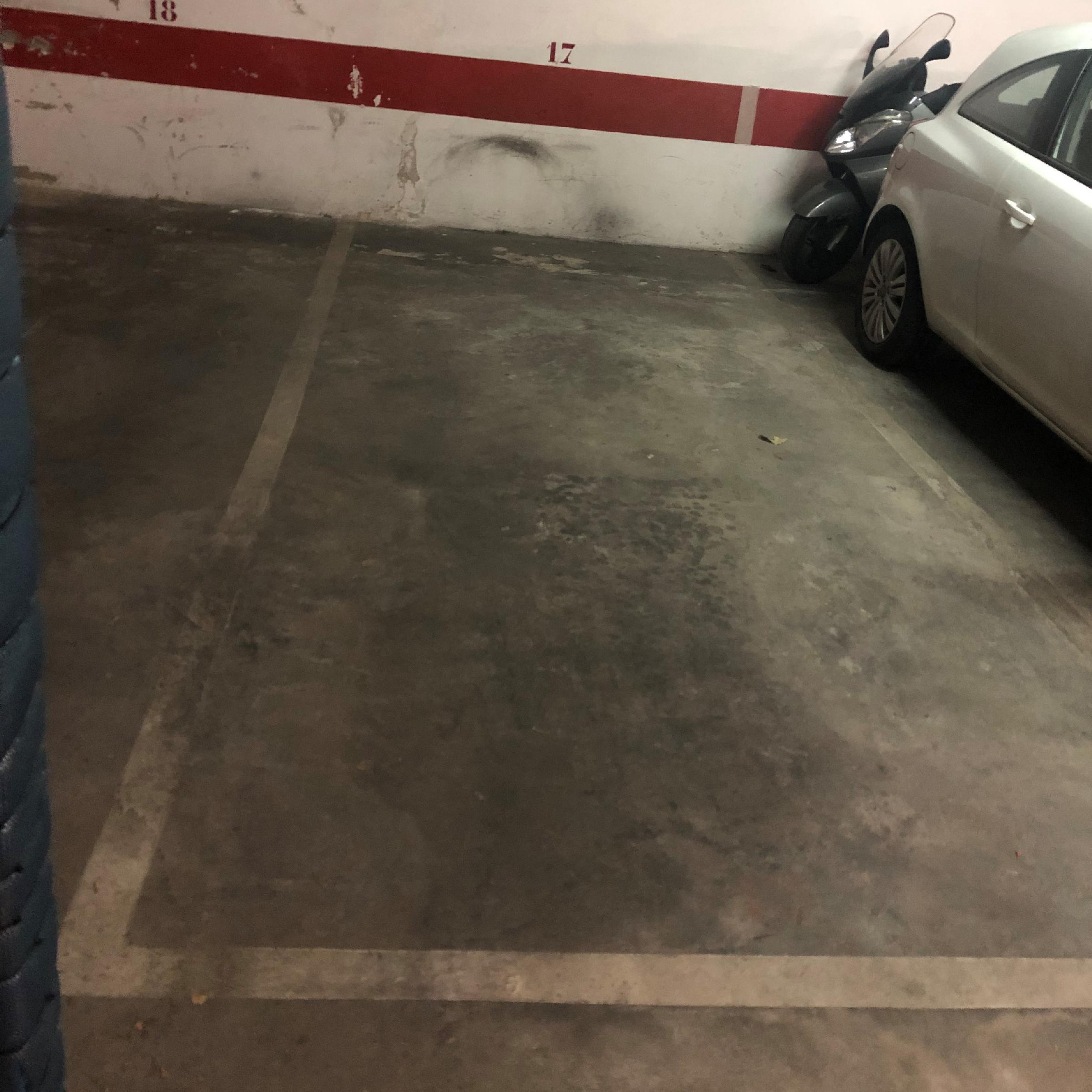 Imagen 1 Parking Coche en venta en Girona / Parking per a cotxe al costat de l´Institut N.Xifre