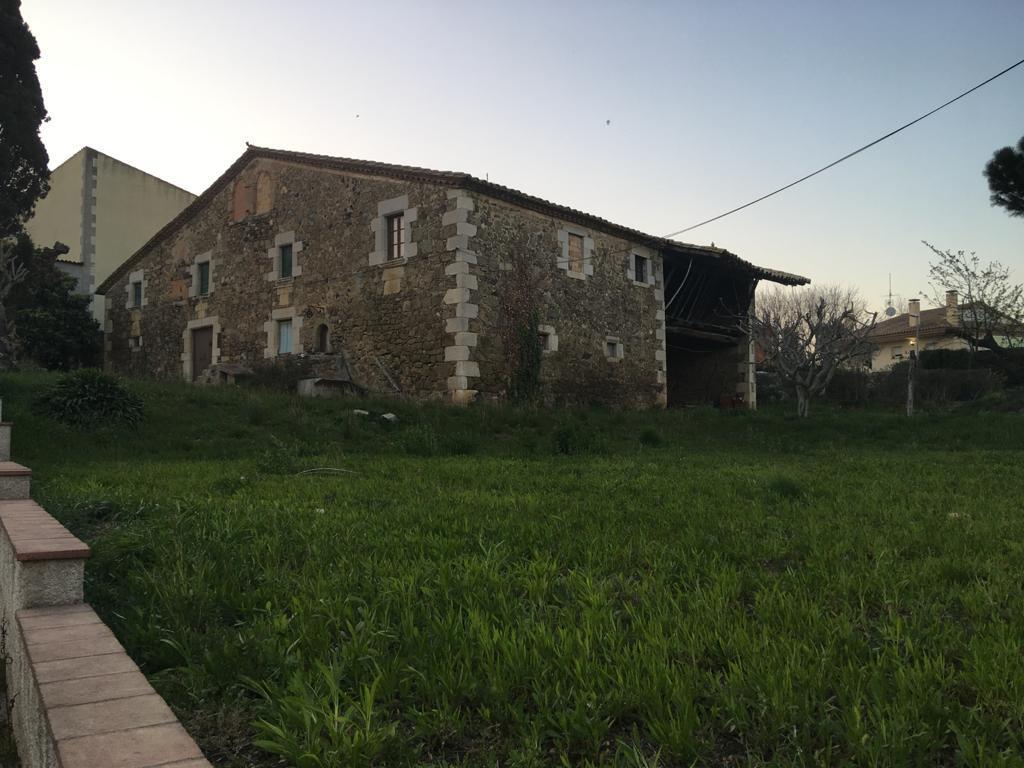 Imagen 2 Casa Rústica en venta en Aiguaviva / Masia i casa annexa en terreny de 1.575m2 a Aiguaviva