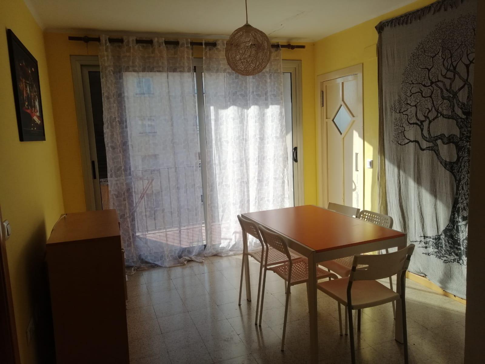 Imagen 1 Piso en venta en Girona / Pis al costat del Hipercor consta de 87m2 i 3h