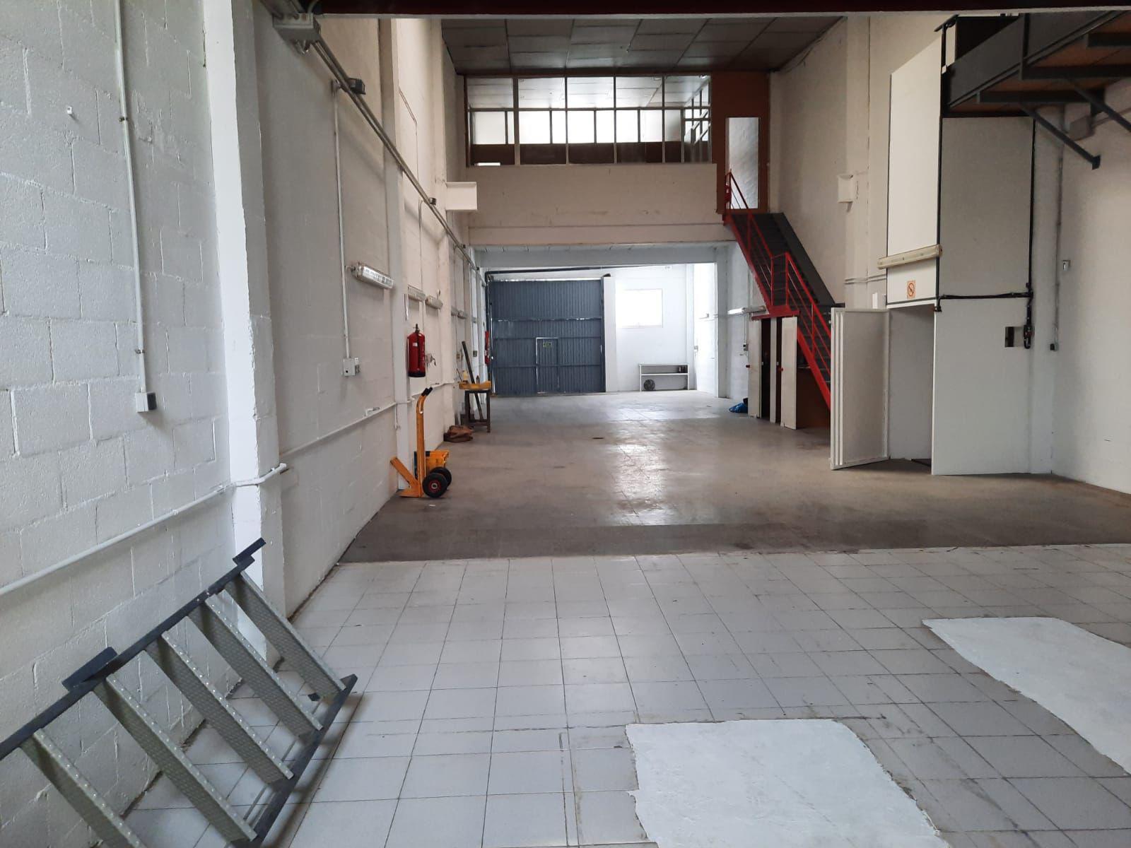Imagen 1 Local Industrial en venta en Girona / Nau de 250 m2 al costat del camp de futbol