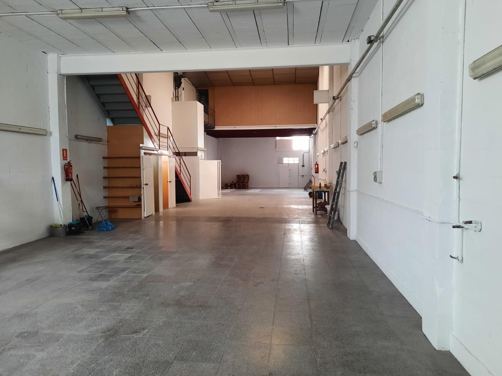 Imagen 2 Local Industrial en venta en Girona / Nau de 250 m2 al costat del camp de futbol