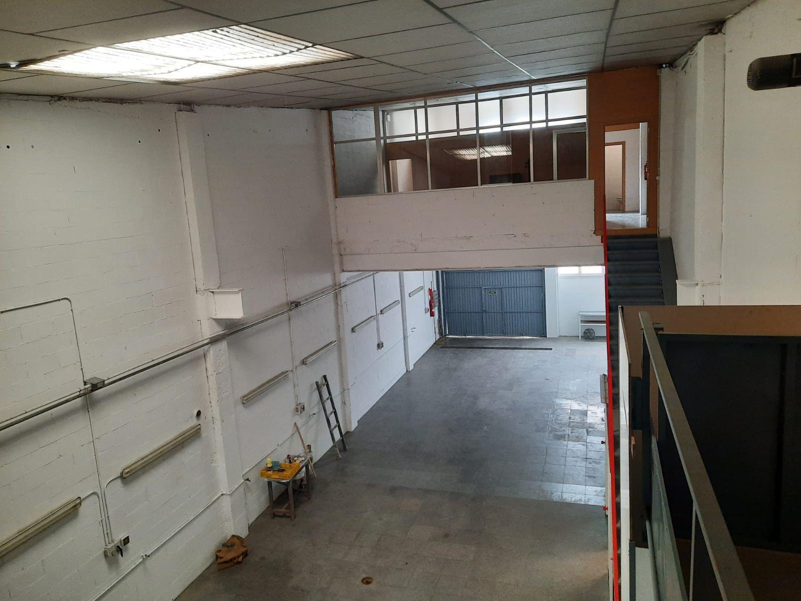 Imagen 3 Local Industrial en venta en Girona / Nau de 250 m2 al costat del camp de futbol