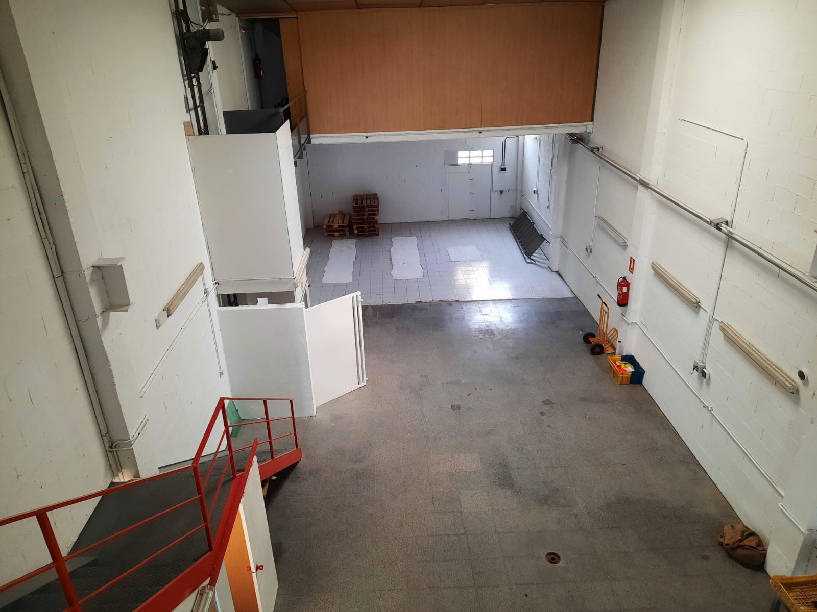 Imagen 4 Local Industrial en venta en Girona / Nau de 250 m2 al costat del camp de futbol