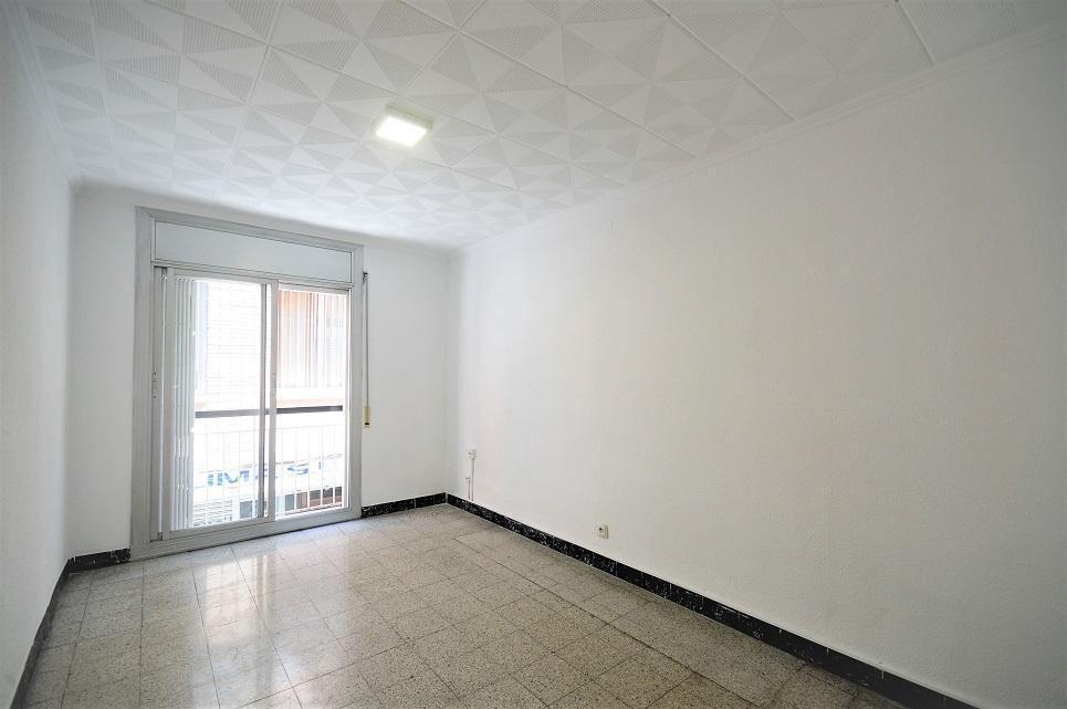 228866 - Junto Metro Torrassa