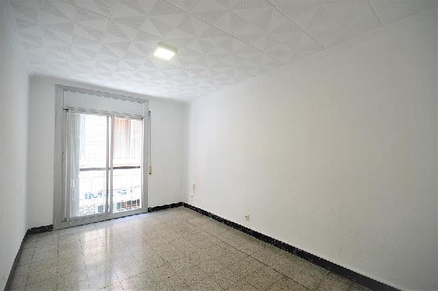 Imagen 1 Inmueble 228866 - Piso en venta en Hospitalet De Llobregat (L´) / Junto Metro Torrassa