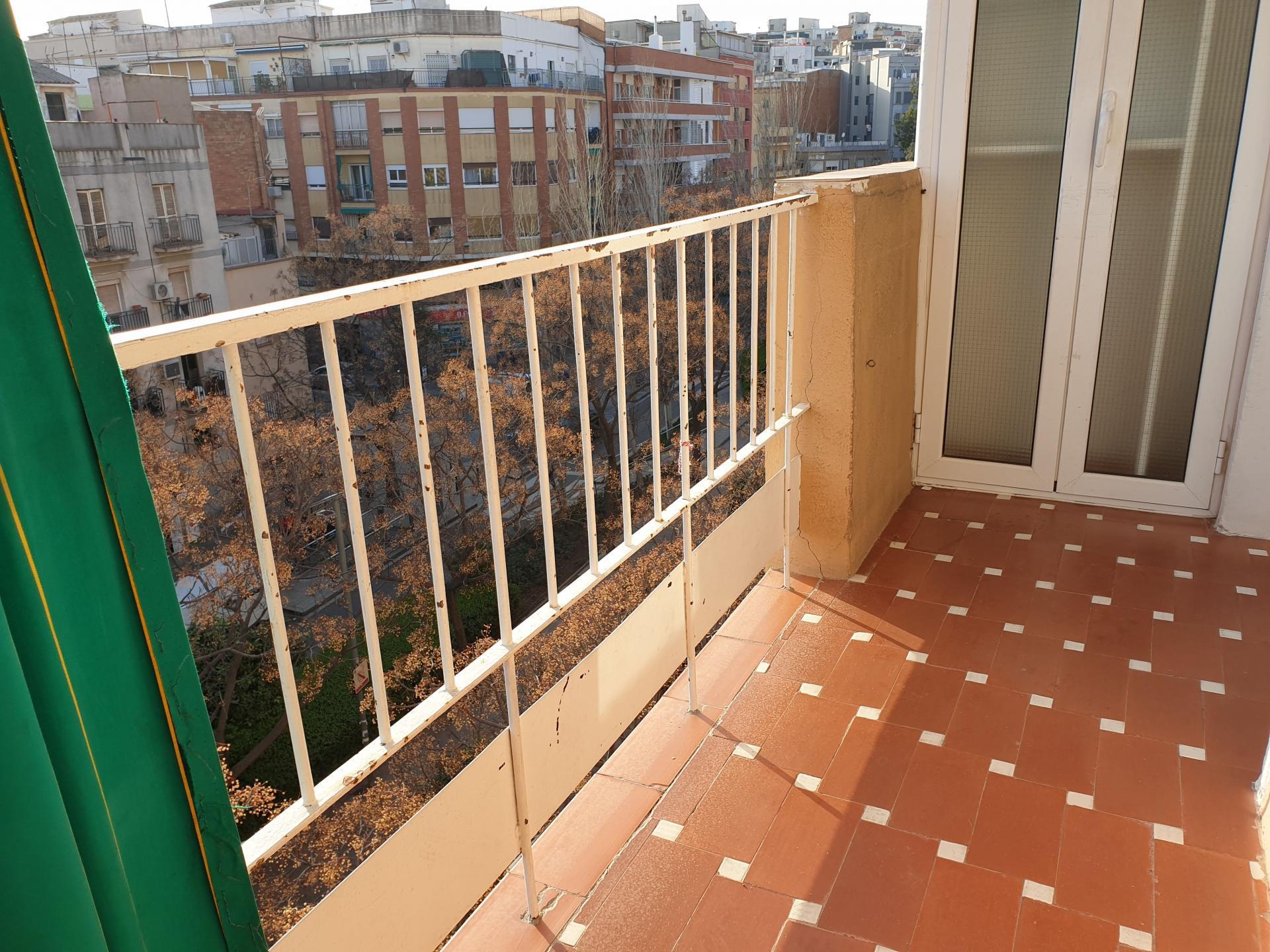 Imagen 1 Piso en venta en Hospitalet De Llobregat L´ / Junto Plaça Eivissa