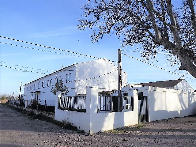 Imagen 1 Inmueble 81542 - Casa Aislada en venta en Zaragoza / Casetas. Junto al polideportivo municipal