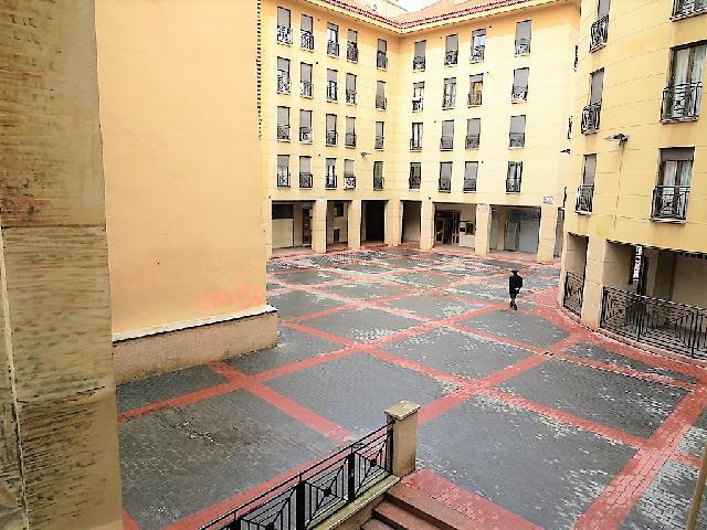 Imagen 1 Inmueble 118571 - Oficina Comercial en alquiler en Zaragoza / Junto Plaza del Pilar