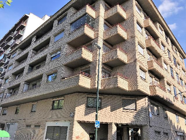 Imagen 1 Inmueble 225745 - Local Comercial en alquiler en Zaragoza / Torrero junto a Canal