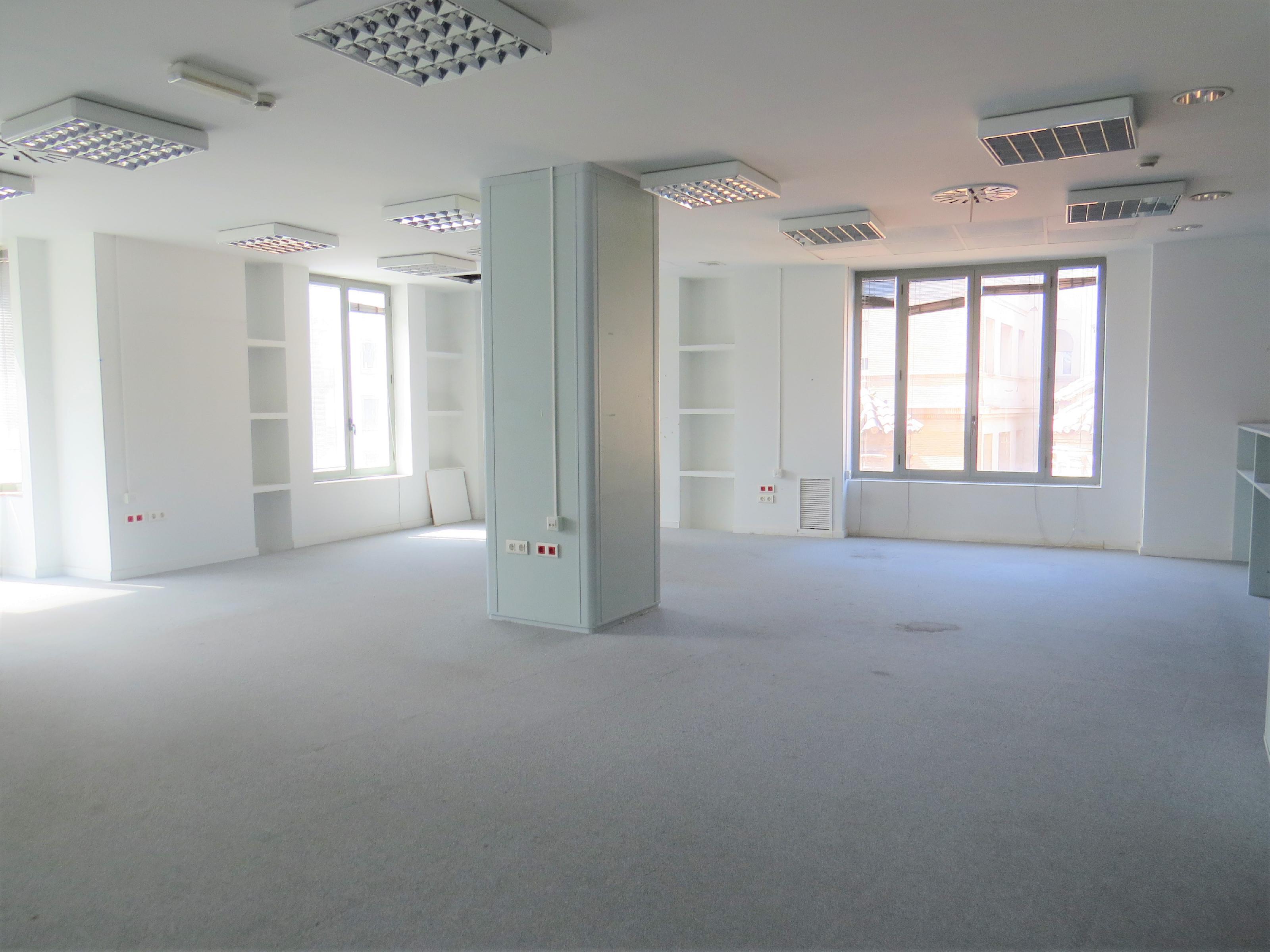 Imagen 1 Oficina Comercial en alquiler en Zaragoza / Junto al tranvia