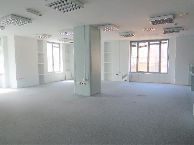 Imagen 1 Inmueble 226225 - Oficina Comercial en alquiler en Zaragoza / Junto al tranvia