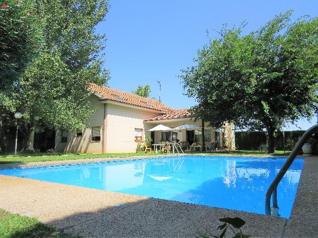 Imagen 1 Inmueble 229626 - Casa Aislada en venta en Zaragoza / En Garrapinillos