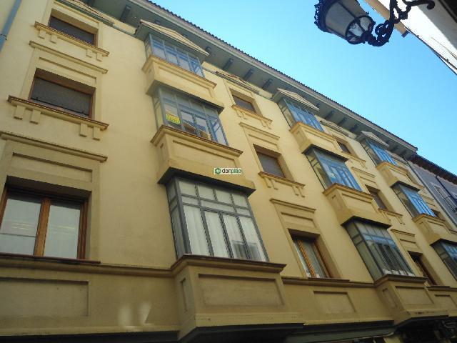 07101 - Junto al Ayuntamiento de Jaca