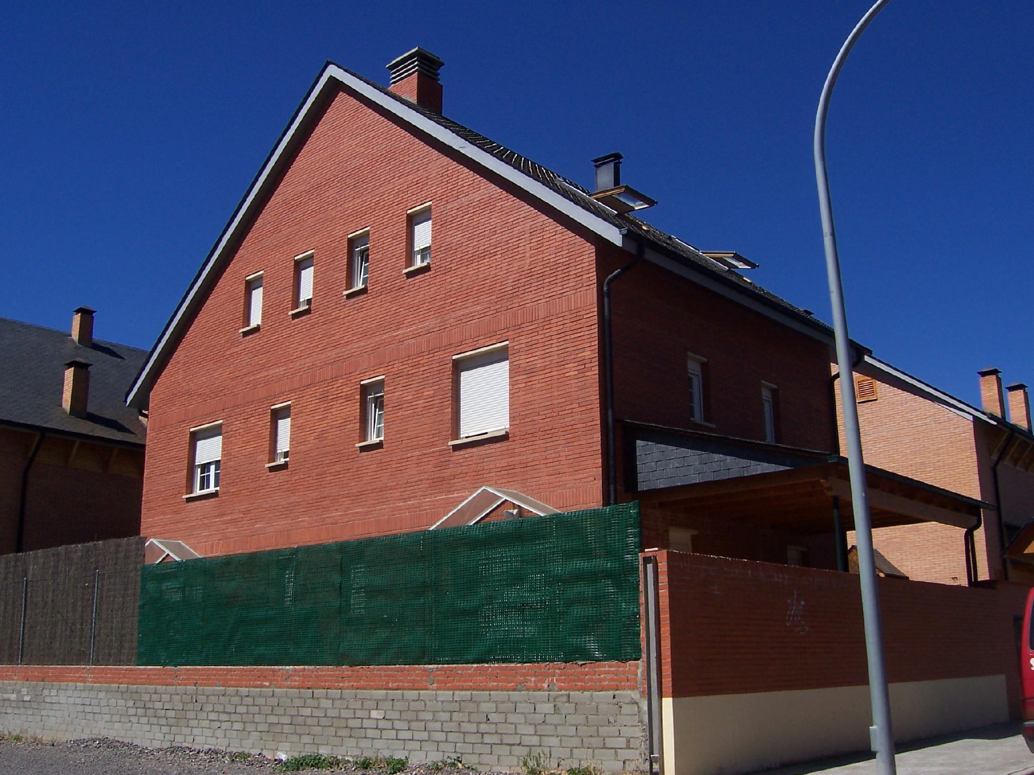 07107 - Centro de Jaca, junto a la Ciudadela y Av de Francia