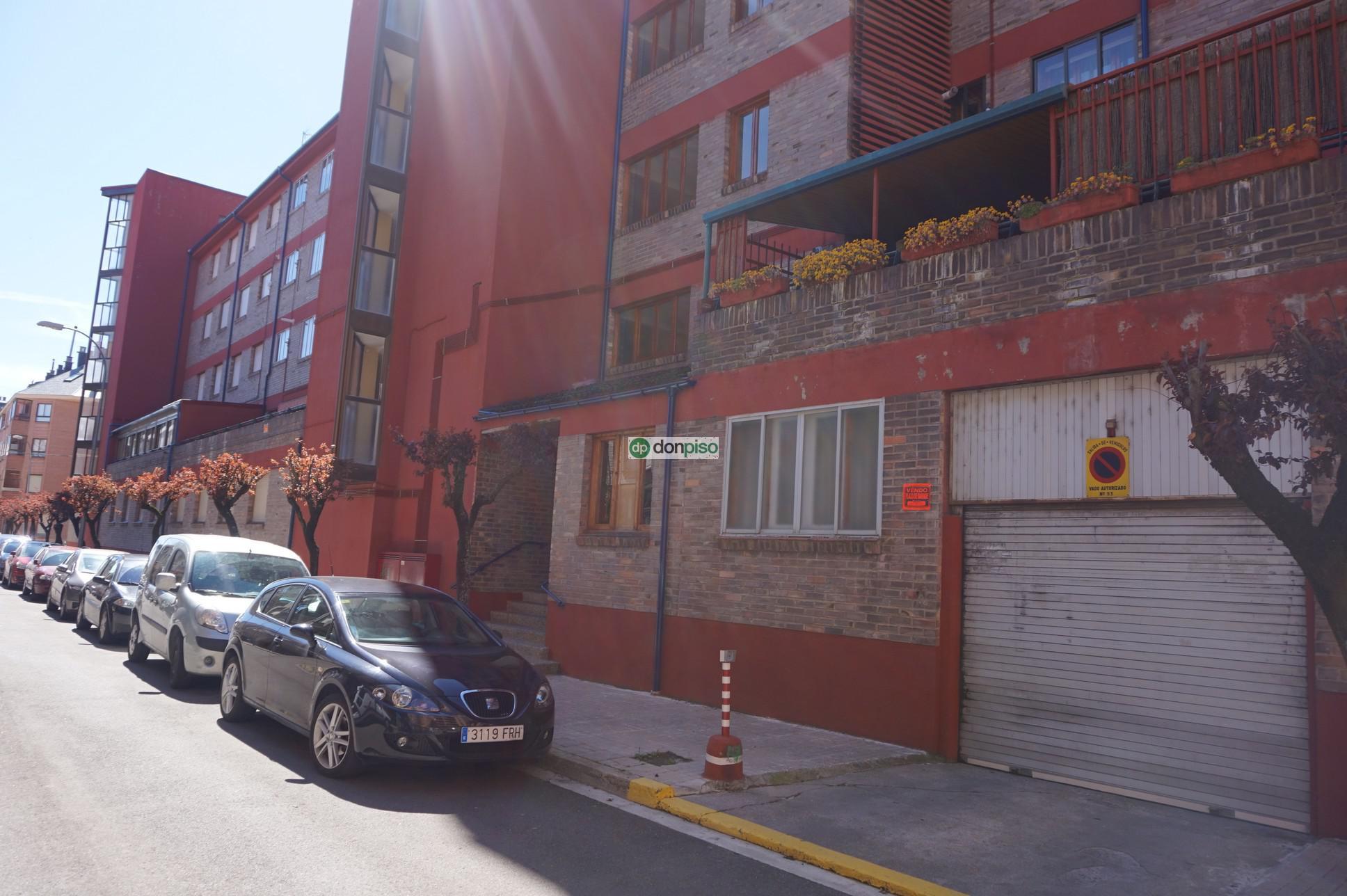 157540 - Barrio Universidad, junto al parque de Jaca